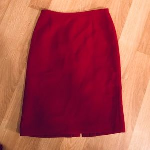 Beautiful like new red Tahari size 4 pencil skirt